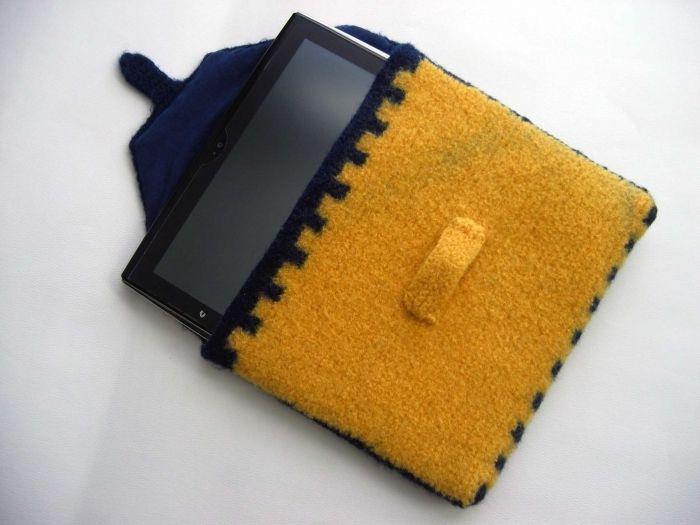 Чехол для планшета из старого пальто
