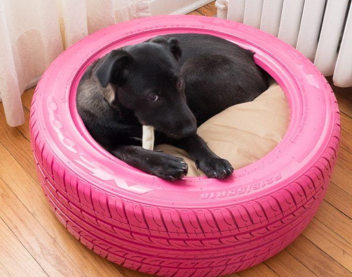 Лежанка для собак из покрышек