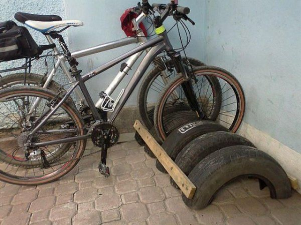 Парковка для велосипедов из покрышек